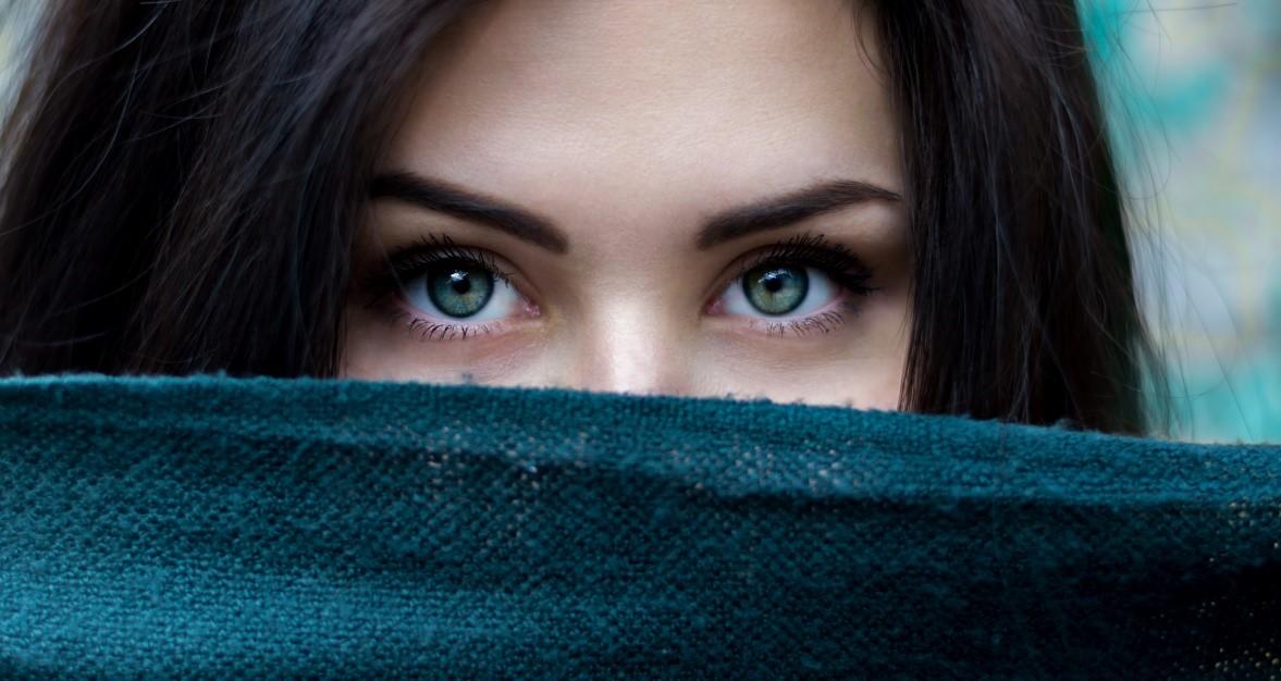 Perawatan Mata Berbahan Alami